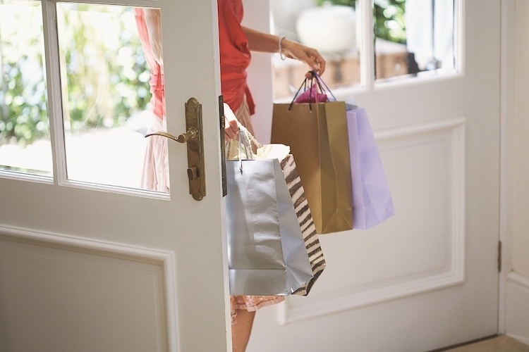 Shopping in Naples FL features elegant and casual stylings at just about every corner